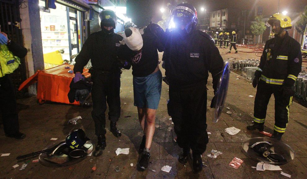 london riots pictures
