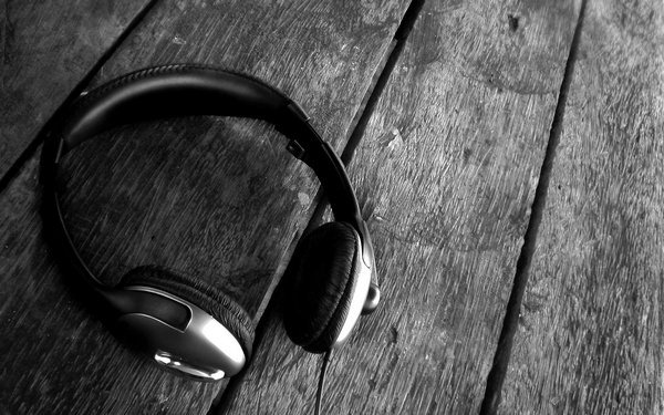headphones-on-the-floor-wallpapers