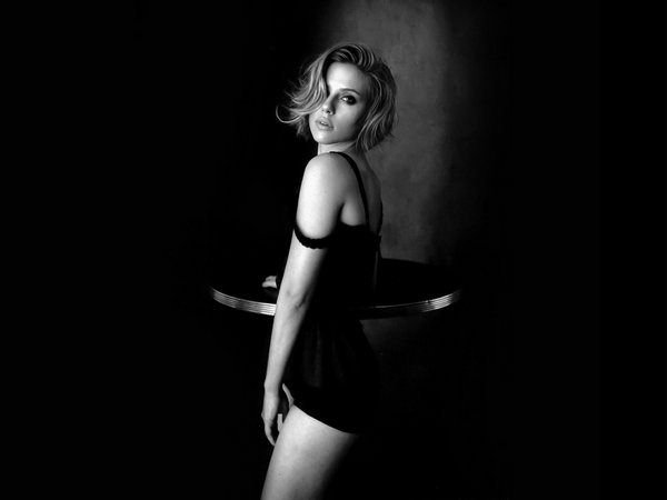hot-scarlett-johansson-monochrome-wallpapers