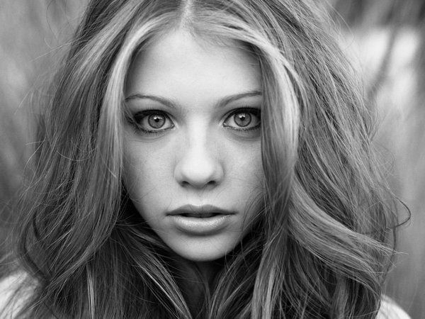 michelle-trachtenberg-bw-wallpapers