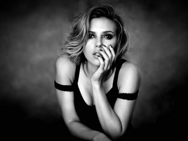 scarlett-johansson-voluptuous-wallpaper
