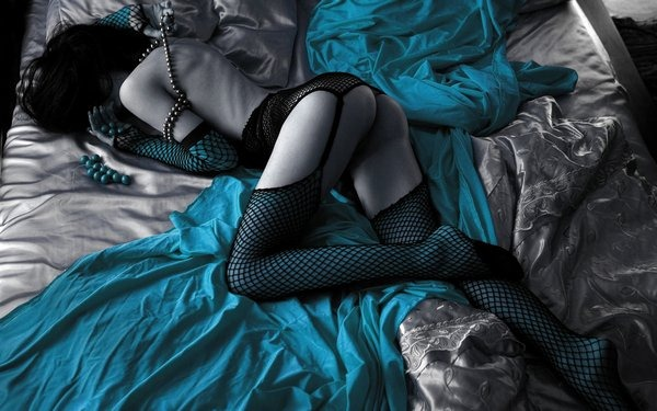 sexyblueaccents_black-wallpapers